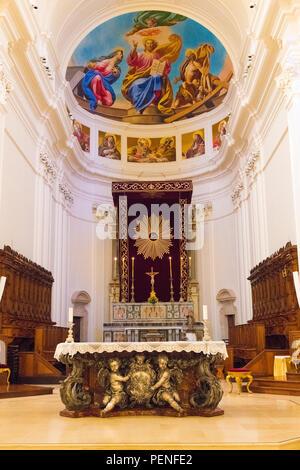 Italy Sicily ancient Netum Noto Antica Mount Alveria rebuilt after 1693 earthquake Baroque facade Cathedral Duomo built 1776 San Nicolo ornate altar - Stock Image