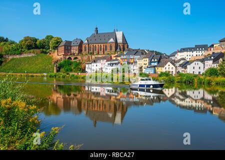 View at Saarburg with church St. Laurentius, river Saar and river Leuk, Rhineland-Palatinate, Germany - Stock Image
