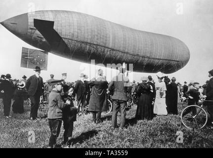 A non-rigid airship designed by August von Parseval is presented to spectators at the Airport Oberwiesenfeld in Munich. - Stock Image