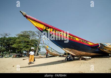 Boat on a beach in Goderich, Sierra Leone - Stock Image