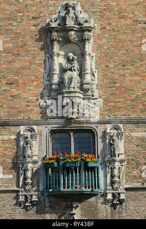 Belgium, Western Flanders, Bruges, historical centre listed as World Heritage by UNESCO, Markt square, The belfry (13-15th C) - Stock Image