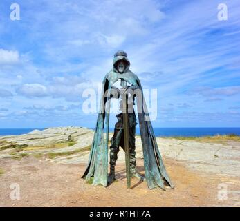 King Arthur an 8 ft bronze sculpture by artist Rubin Eynon, named Gallos Cornish word for Power, Tintagel castle Island Peninsular,Cornwall,England,UK - Stock Image