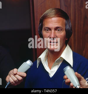 Pat Boone, amerikanischer Sänger und Schauspieler, bei einem Interview, Deutschland ca. 1976. American singer and actor Pat Boone is in an interview, Germany ca. 1976. - Stock Image