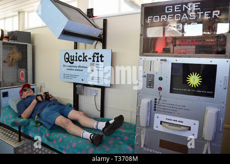 Quick Fit Machine and Gene Forecaster in the Under The Pier Show on Southwold Pier, Southwold, Suffolk, UK - Stock Image