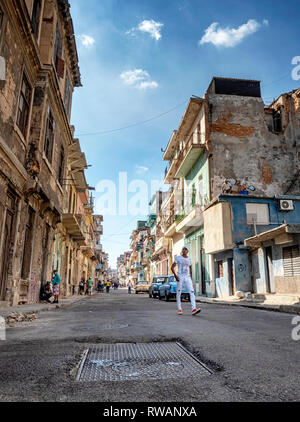 Dilapidated side street in Havana, Cuba - Stock Image