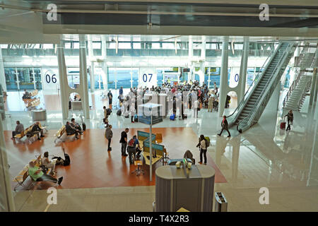 Aeroporto Francisco sa Carneiro interior and passengers queueing to exit building with luggage in Porto Portugal EU  KATHY DEWITT - Stock Image