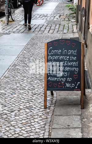 Amusing sign outside Soma shop in Alte Schonhauser Strasse, Mitte Berlin. Protest against bad yelp review - Stock Image