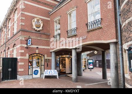 Exterior of 'Heinen Delfts Blauw' shop on Muntplein in Amsterdam, the Netherlands - Stock Image