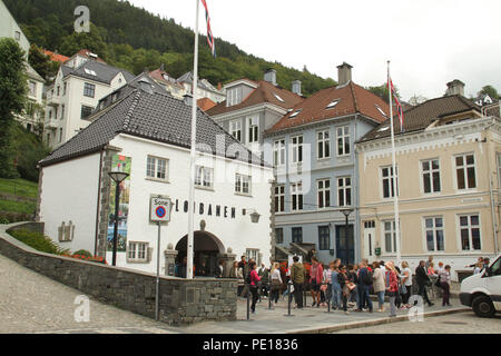 Bergen, Norway - 9 August 2018: Entrance to the Floibanen at the foot of Mount Floien in Bergen, Norway's second largest city.  The city was for many years the centre of trade between Norway and the rest of Europe and is now usually the starting point to  expeditions into the country. The 900 year old city steams its roots from the Viking age,  with Bryggen (The Hanseatic Wharf) being a remenant from this times and it today home to many of the cities restaurants, pubs, craft shops and museums. Photo: David Mbiyu - Stock Image