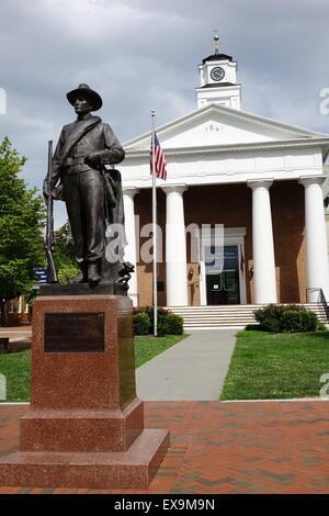 Confederate soldier monument in front of the Old Court House civil war museum on the Old Town Mall, Winchester, - Stock Image