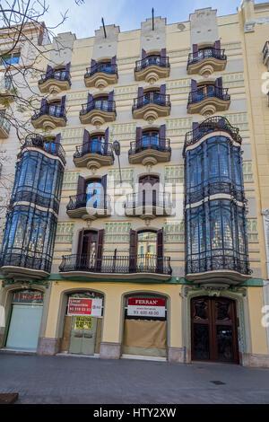 Art nouveau building, Carrer Gran de Gràcia 12, Barcelona, Catalonia, Spain. - Stock Image