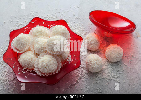 No-bake lemon snowballs - Stock Image