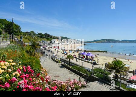 Lyme Regis, Dorset, UK.  4th July 2019. UK Weather.  View from Jane Austen garden with sunbathers on the beach at the seaside resort of Lyme Regis in Dorset enjoying a day of clear skies and scorching hot sunshine.   Picture Credit: Graham Hunt/Alamy Live News - Stock Image