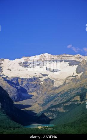 Lake Louise and the Chateau Lake Louise Banff National Park Alberta Canada - Stock Image