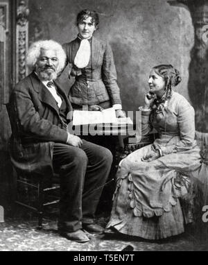 Frederick Douglass (1818-1895), portrait with his second wife Helen Pitts and her sister Eva, unknown date - Stock Image