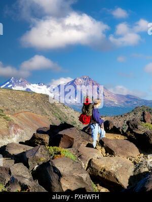 Teenage backpacker. Tam Macarthur Rim, Three Sisters Wilderness, Oregon. - Stock Image