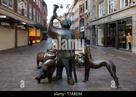 Bronze Schweinehirt und seine Herde, swineherd and his herd, sculpture by Peter Lehmann, Bremen, Germany, Europe - Stock Image