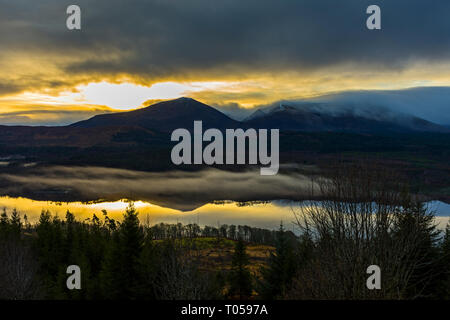 Ben Tee and Meall a' Choire Ghlais over Loch Garry at sunrise, Glen Garry, Highland region, Scotland, UK - Stock Image