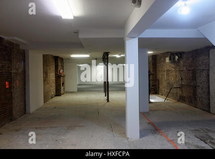 Bare retail space for rent - Stock Image