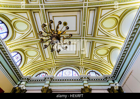 Ceiling and chandelier in the ballroom of the Harbour Commissioner's building, Belfast. - Stock Image