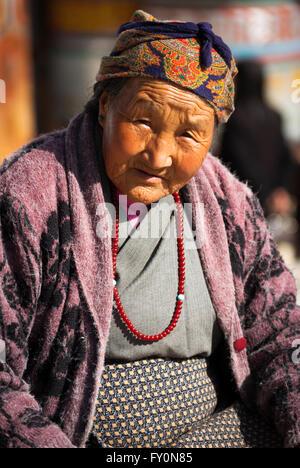 Portrait of elderly Bhutanese woman in Thimphu - Stock Image