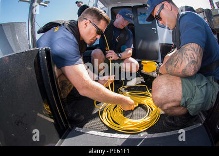 Petty Officer 1st Class Brian Korte, Petty Officer 2nd Class Adam Harris and Petty Officer 2nd Class Garett Brada, Coast Guard divers attached to Regional Dive Locker West in San Diego, prepare a remotely operated vehicle to scan piers near the port of San Francisco in preparation for Fleet Week Tuesday, Oct. 6, 2015. San Francisco Fleet Week, now in its 35th year, celebrates the rich naval tradition in the Bay Area, honors our nation's service members, and facilitates annual disaster preparedness training between the Navy, Marine Corps, Coast Guard and local first responders. (U.S. Coast Guar - Stock Image