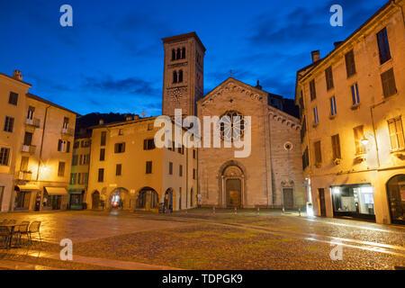 Como - The Basilica di San Fedele and square at dusk. - Stock Image
