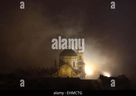Night fog covering Saint Nicholas' Church in Mala Strana in Prague, Czech Republic. - Stock Image