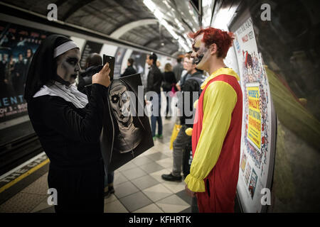 London, UK. 28th Oct 2017. Halloween revellers in London's tube network Credit: Beren Patterson/Alamy Live News - Stock Image