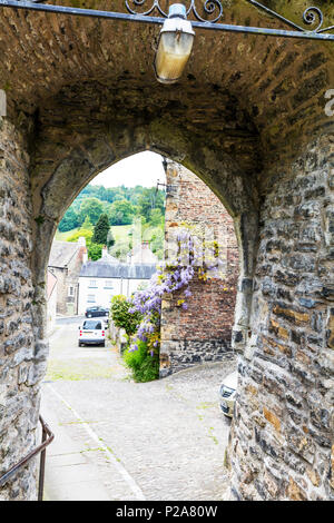 Richmond town yorkshire dales narrow alley, Richmond town yorkshire dales narrow alleys, narrow streets, narrow lanes, Richmond Town, Yorkshire, UK, - Stock Image