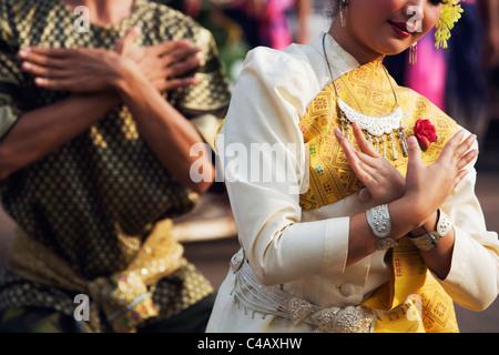 Thailand, Sakhon Nakhon, Sakhon Nakhon.  Fawn Thai dancers perform during the Wax Castle festival in Sakhon Nakhon. - Stock Image