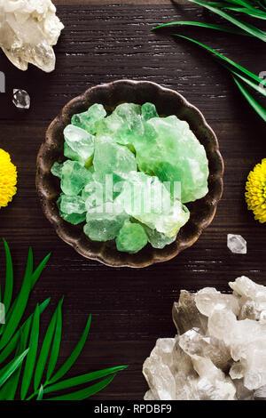 Green Flourite with Smoky Quartz and Mums on Dark Wood - Stock Image