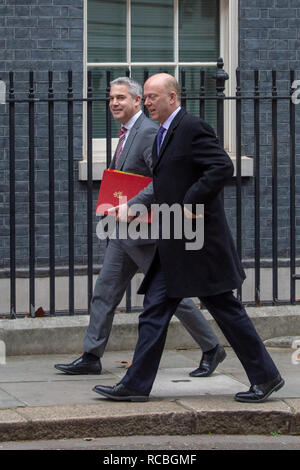 London, United Kingdom. 15 January 2019. Stephen Barclay, Secretary of State for Exiting the European Union and Chris Grayling, Secretary of State for Transport arrives at 10 Downing Street for the weekly cabinet meeting ahead of the critical Brexit vote. Credit: Peter Manning/Alamy Live News - Stock Image