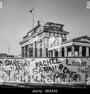 August 1986, graffitis on the Berlin Wall and Brandenburg Gate in East Berlin, West Berlin side, Germany, Europe, - Stock Image