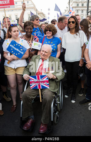 London, UK. 23 June 2018.Anti-Brexit march and rally for a People's Vote in Central London. 96-year-old Second World War veteran Stephen Goodall at the head of the parade. - Stock Image