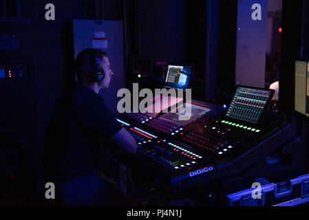 180830-N-RH386-1010 WASHINGTON (August 30, 2018)  Musician 1st Class Francis DuBois mixes sound during an afternoon Concert at the Duke Ellington School of the Arts in Washington, D.C. The concert is part of the Navy Band's ongoing mission to build outreach and awareness of the Navy mission. (U.S. Navy photo by Chief Musician Brian Bowman/Released) - Stock Image