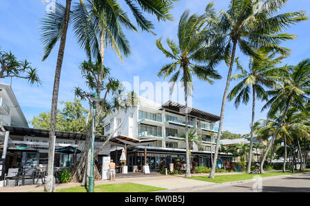 Restaurants and shops on the foreshore of trendy Palm Cove, Cairns Northern Beaches, Far North Queensland, QLD, FNQ, Australia - Stock Image
