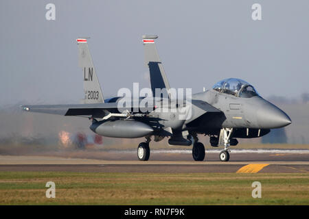 F-15E from the 48th Fighter Wing taxiing to the runway at RAF Lakenheath in Suffolk. - Stock Image