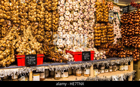 A Christmas market stall selling different types of garlic, including smoked garlic, green garlic and pickled garlic - Stock Image