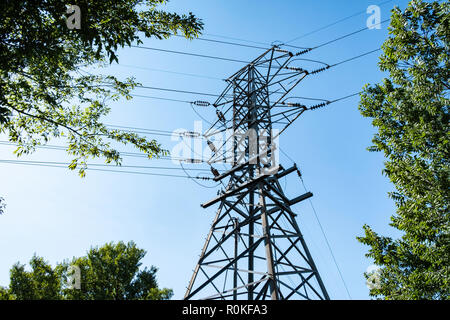 Electricity pylon, high voltage line of a power grid in Wichita, Kansas, USA. - Stock Image
