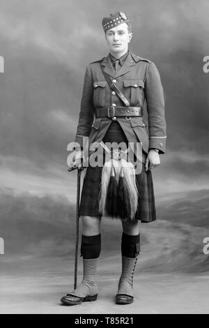 Black and white photograph taken on 15th November 1915 in the famous London Studios of Bassanos. Photo of Lieutenant C. Beattie of the Gordan Highlanders. The Gordon Highlanders was a line infantry regiment of the British Army that existed for 113 years, from 1881 until 1994, when it was amalgamated with the Queen's Own Highlanders (Seaforth and Camerons) to form the Highlanders (Seaforth, Gordons and Camerons). - Stock Image