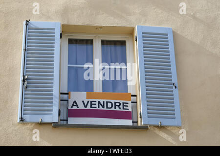 Apartment For Sale Sign (A Vendre In French Language) In Front Of An Apartment Building In Castellar, France, French Riviera, Europe - Stock Image