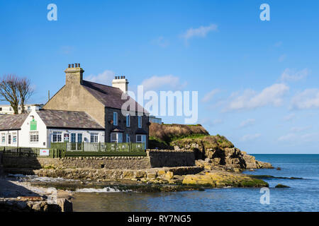 Bay Cafe and coastal footpath on rocky coast overlooking the sea. Benllech, Isle of Anglesey, North Wales, UK, Britain, Europe - Stock Image