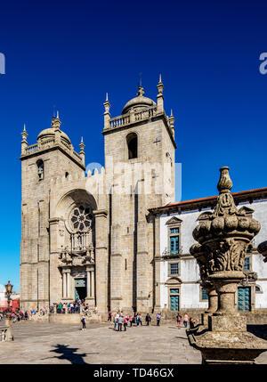 Se Cathedral, Pelourinho Square, Porto, Portugal, Europe - Stock Image