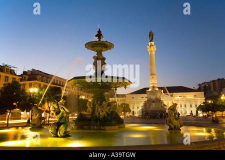 Portugal Lisbon Rossio square at night fountain Lissabon Rossio Platz bei Nacht Brunnen - Stock Image