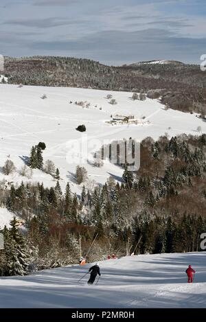 France, Haut Rhin, Hautes Vosges, Markstein, the ski resort, Steinlebach inn, winter, snow - Stock Image