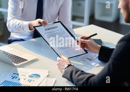 Signing document - Stock Image