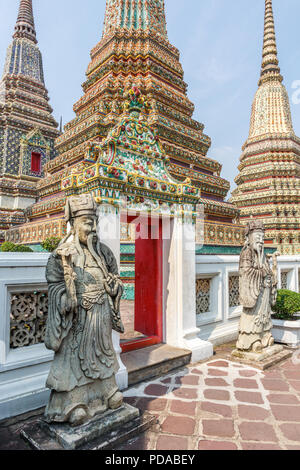 Stupas and guardian statues, Wat Pho, Bangkok, Thailand - Stock Image