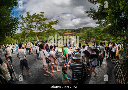 Crowds of tourists at the Golden Pavilion, Kyoto, Japan. - Stock Image