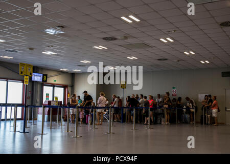 Treviso Airport, Italy. 4 August 2018. People waiting for a delayed airplane for almost 2 hours for a flight to Cracow, Poland. Lukasz Obermann/Alamy Live News - Stock Image